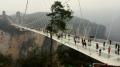 Zhangjiajie Glass Bridge, najdlhší sklenný most na svete (⇔ 430 m) – Zhangjiajie, Čína