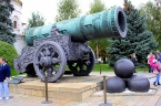 Tsar Cannon, najväčší kanón na svete (⇔ 5,34 m; 9,3 ton) – Kremeľ, Moskva, Rusko