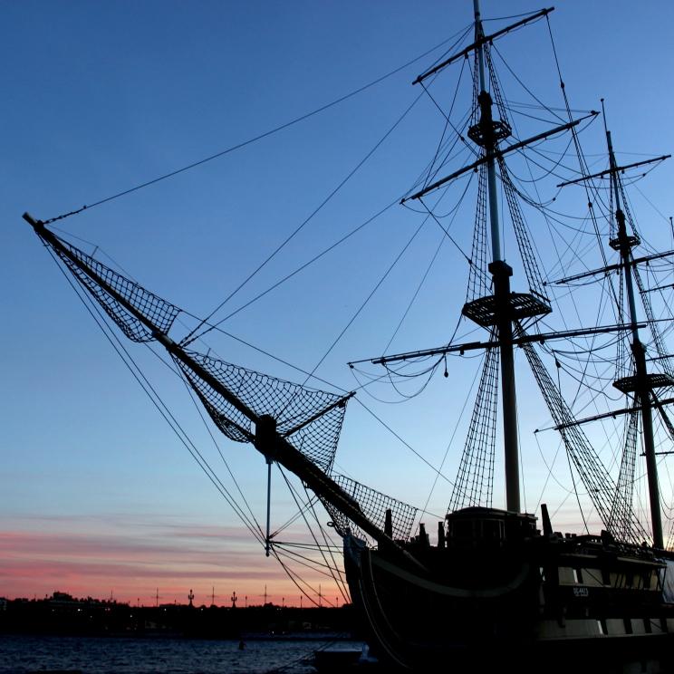 Loď na rieke Neva
