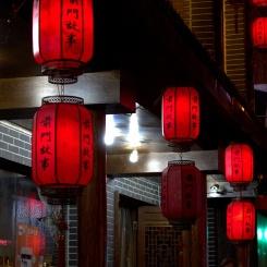 Vysuté červené lampióny