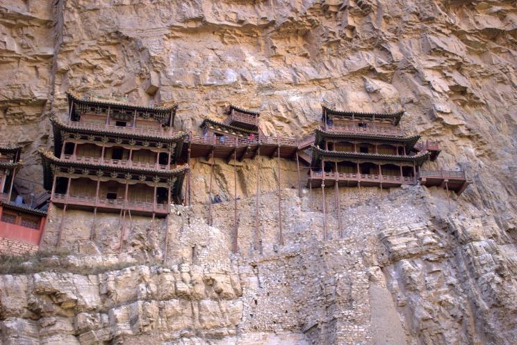 Hanging Monastery v plnej kráse