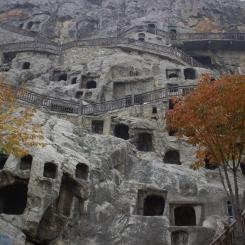 Desiatky menších jaskyniek