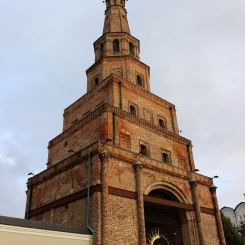 Veža Suyumbeki, ktorá stojí nakrivo
