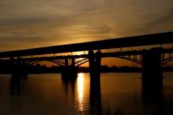 Západ slnka ponad riekou Ob