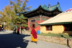 Vnútri budhistického areálu