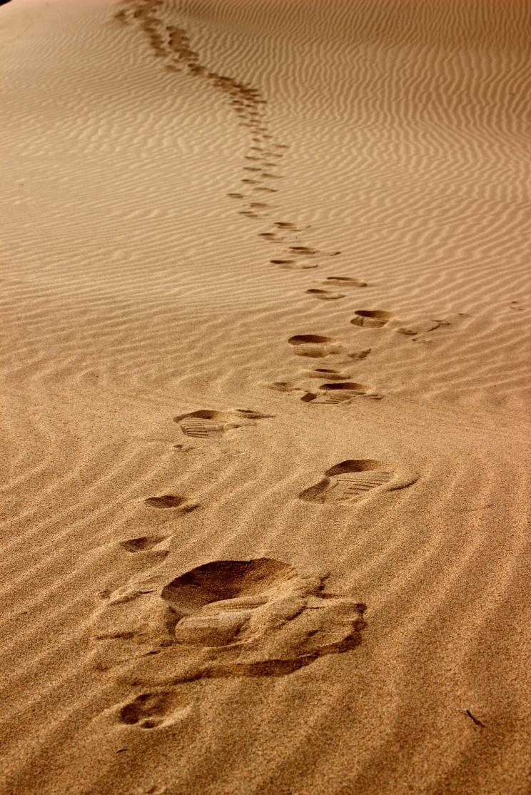 Technika šlapania po dunách - jeden krok hore a preboriť sa dva dole