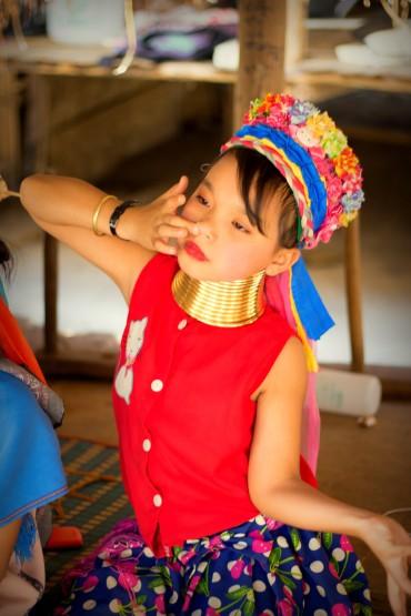 Jedno z najmladších detičiek a obchodníčka zároveň, ktorá už nosí obruče okolo krku