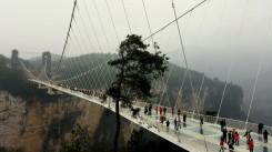 Glass Bridge - najväčší sklenný most na svete