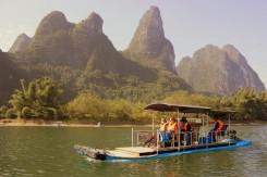 Turistické plavidlo na jednej z najčistejších riek v Číne - Li River