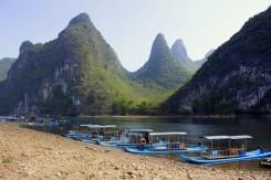 Panorámy v tomto úseku rieky Li sú až také krásne, že sa dostali ako motív na 20 yuanovú bankovku