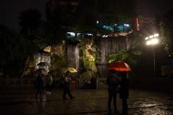 Vodopád v budhistickom areáli Lungshan