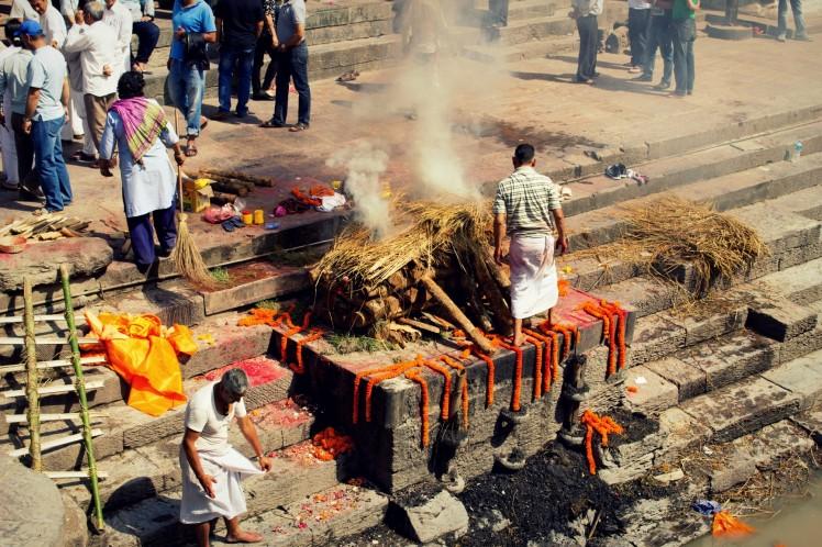 03_Hinduisticky-pohrebny-obrad