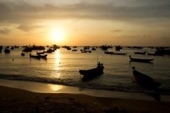Západ slnka v rýbarskej zátoke na severe ostrova