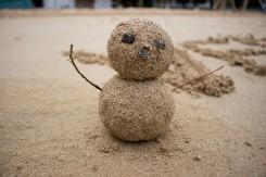 Netradičný snehuliak, teda pieskuliak :)