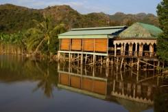 Dom na vode v Lan Ha Bay