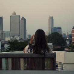 Výhľad na panorámu Bangkoku zo strechy nášho ubytovania