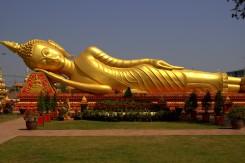 Jednou z dominánt hlavného mesta Vientiane je aj zlatý ležiaci Budhha