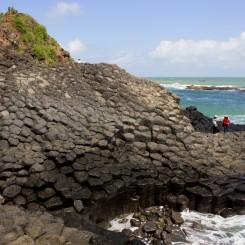 Čadičové stĺpy na pobreží