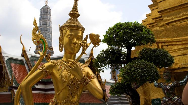Zlatá soška v Grand Palace