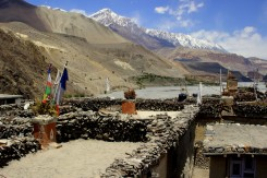 Výhľad zo strechy nášho himalájskeho ubytka. Inak perfektné miesto na obedík