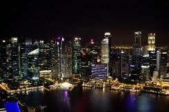 Nočný skyline mesta z Marina Bay Sands
