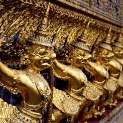 Detail ozdobných sošiek (Grand Palace)