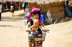 Decká z dlhokrkého kmeňa Paduang (Chiang Mai)