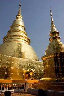 Jeden zo zlatých chrámov v Chiang Rai