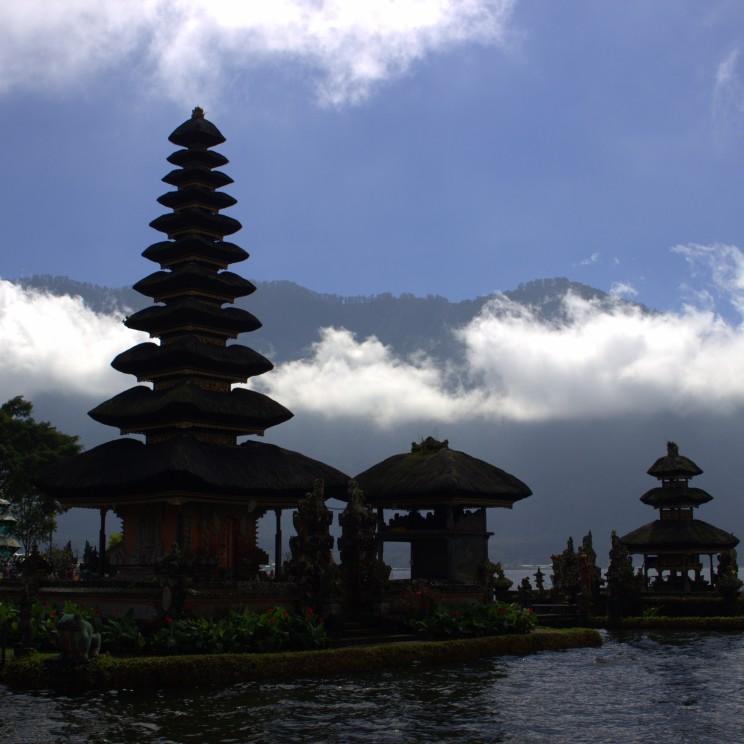 Pura Ulun Danu Beratan - ikonický chrám pri jazere na severe ostrova