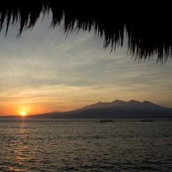 Východ slnka nad ostrovom Lombok