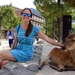Na ostrove Miyajima pózujú srnka s Veronikou