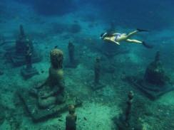 Podmorský Buddha chrám v hĺbke asi 6m, k miestu šnorchlovania vás dovezie loďka