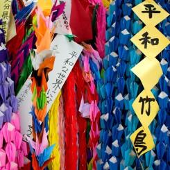 Papierové origami, ktoré do dnešného dňa deti z celého sveta posielajú do Hiroshimy na pamiatku všetkým zosnulím deťurencom